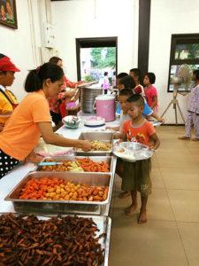 Ved spisetid ved børnene, hvad de putter i munden – de har selv sørget for at dyrke maden.
