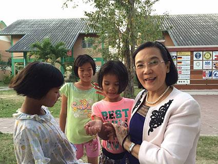 Radchada Chomjinda er ikke kun direktør for CPDC. Hun er også meget vellidt af de børn, hun arbejder for.