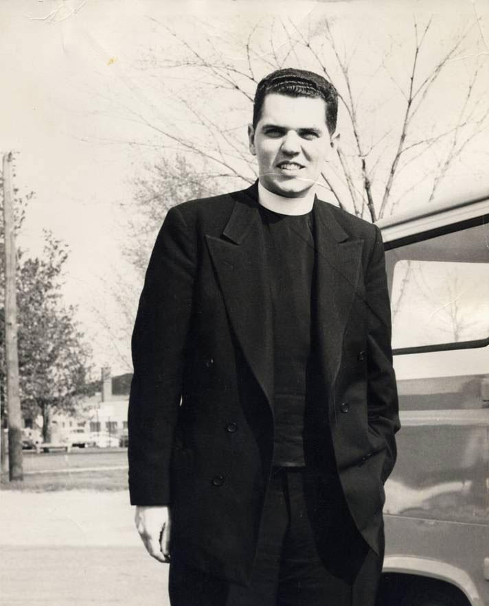 Father Raymond Brennan i sine unge dage.